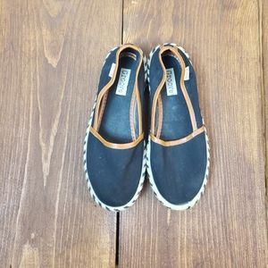 Canvas Groove Slip On Shoes